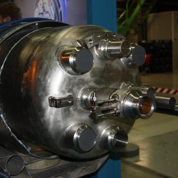 Extremo de una sección de un dipolo del LHC.