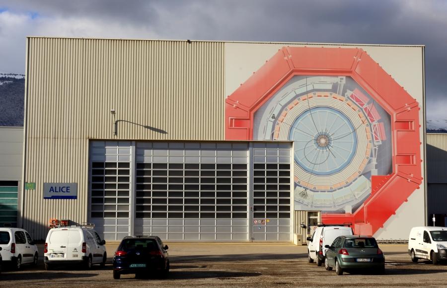 El Experimento ALICE en el Gran Colisionador de Hadrones delCERN.